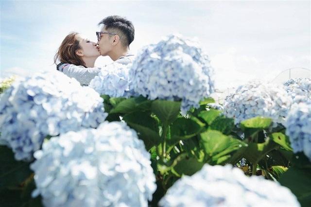 Phan Hiển và Khánh Thi trao nhau nụ hôn ngọt ngào sau tin đồn lục đục - Ảnh 1.