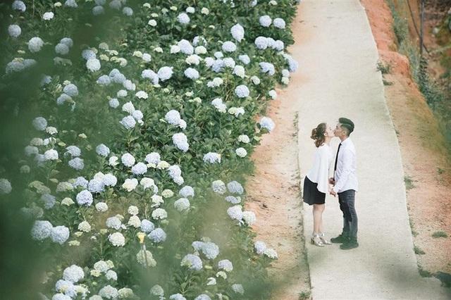 Phan Hiển và Khánh Thi trao nhau nụ hôn ngọt ngào sau tin đồn lục đục - Ảnh 2.