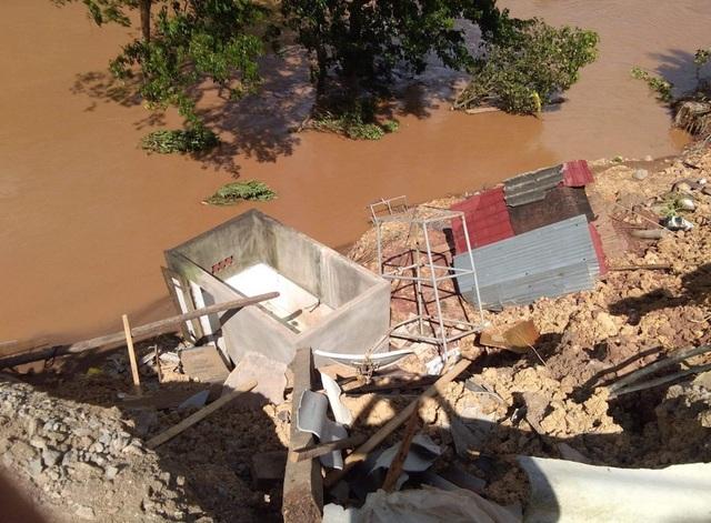 Trường PTDTBT THCS Mỹ Lý tại bản Xốp Tụ, do nước suối dâng cao đã làm sập, lún 6 nhà ở của giáo viên và cuốn trôi 1 nhà; ước tính thiệt hại ban đầu trên 500 triệu đồng.