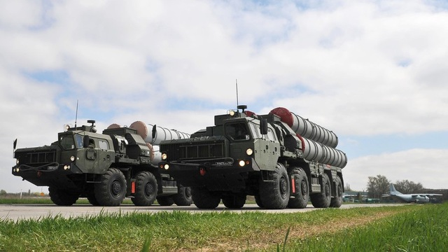 Tổ hợp phòng không S-400 (Ảnh: Sputnik)