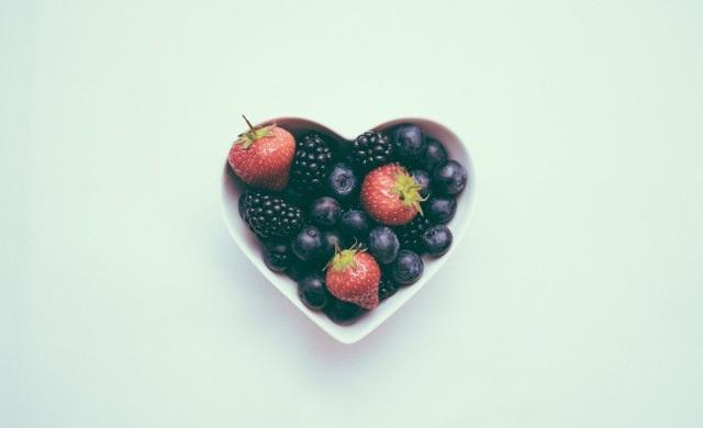 Trẻ hóa làn da với 10 thực phẩm dễ tìm - 2