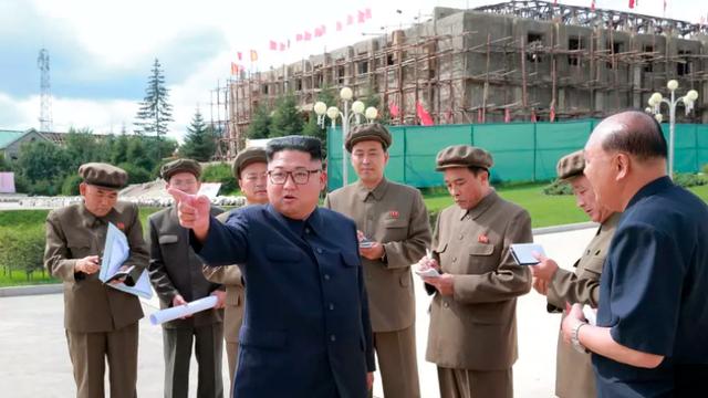 Ông Kim Jong-un thị sát công trường xây dựng tại Samjiyon (Ảnh: KCNA)