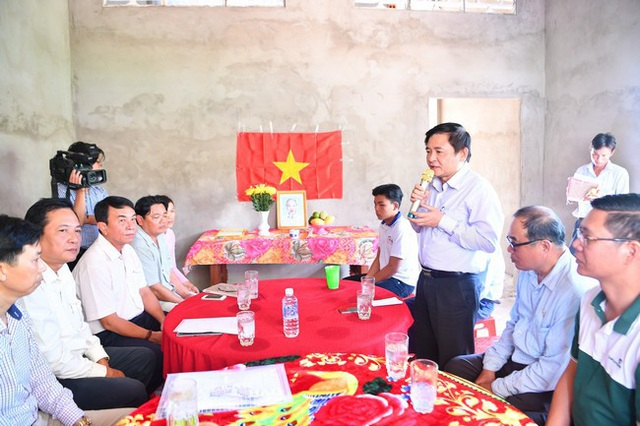 Ông Trần Phúc Cường – Phó chủ tịch thường trực công đoàn Vietcombank phát biểu tại buổi Lễ bàn giao Nhà tình nghĩa