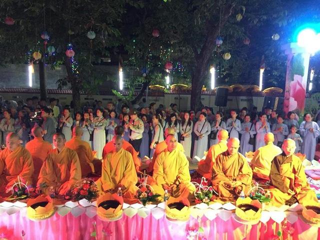 Lễ Vu Lan thu hút hàng ngàn tăng ni, phật tử tại Huế tham dự