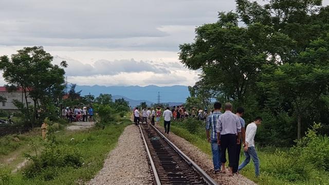 Đoạn đường sắt giao nhau với đường huyện lộ - nơi xảy ra tai nạn không có rào chắn đường sắt.