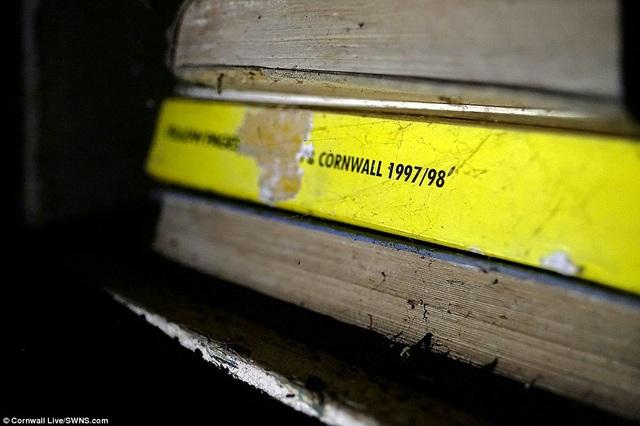 """Cuốn """"Những trang vàng"""" dành cho người dân sống ở hạt Cornwall, ra mắt năm 1997-1998."""