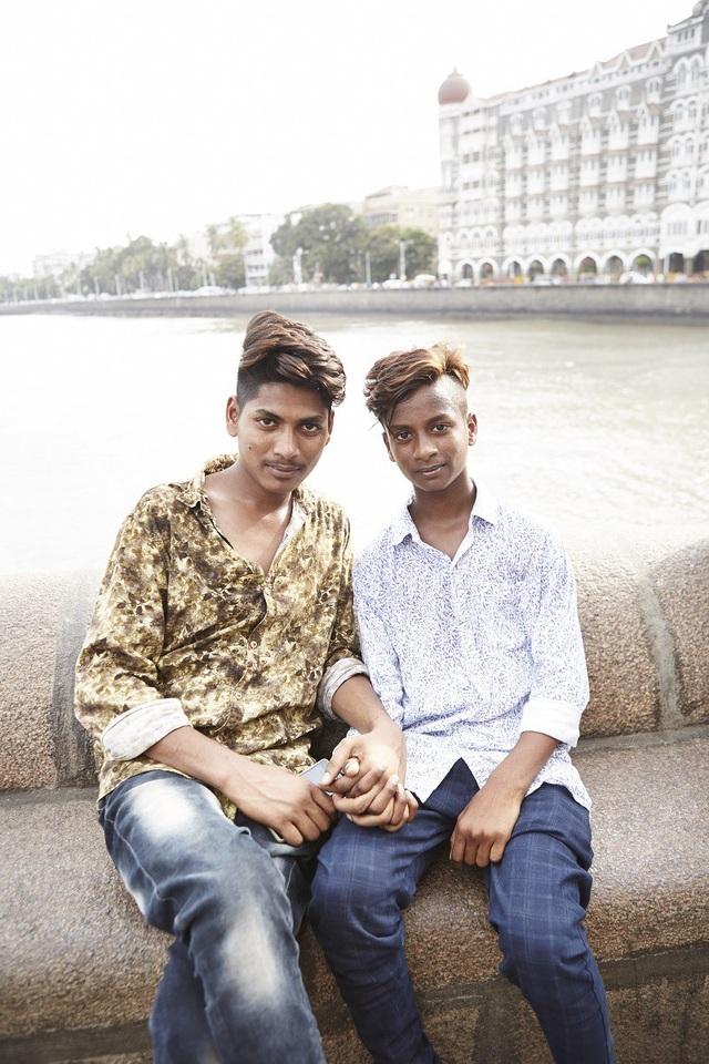 Đàn ông nắm tay nhau đi trên phố - Nét văn hóa thú vị của người Ấn Độ - 8