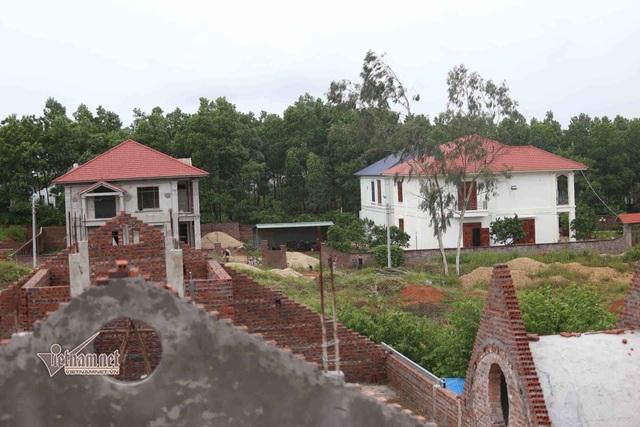 7 căn biệt thự mọc trên đất rừng tại phường Liên Bảo, thành phố Vĩnh Yên, Vĩnh Phúc suốt một thời gian dài không bị xử lý (Ảnh: Vietnamnet).