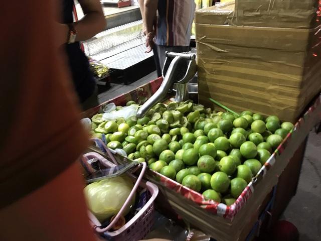Chanh Thái Lan đang vào mùa nên có giá chỉ 2 bạt/quả