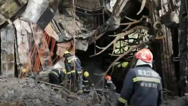SCMP đưa tin, theo một báo cáo chính thức của chính quyền địa phương, vụ hỏa hoạn bùng phát vào lúc 4h36 sáng nay giờ địa phương tại khách sạn North Loong thuộc khu nghỉ dưỡng Sun Island ở thành phố Cáp Nhĩ Tân.