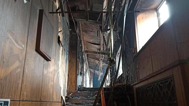 Hỏa hoạn đã khiến 18 người thiệt mạng tại hiện trường và một người khác qua đời tại bệnh viện. 18 người khác bị thương cũng phải nhập viện điều trị.