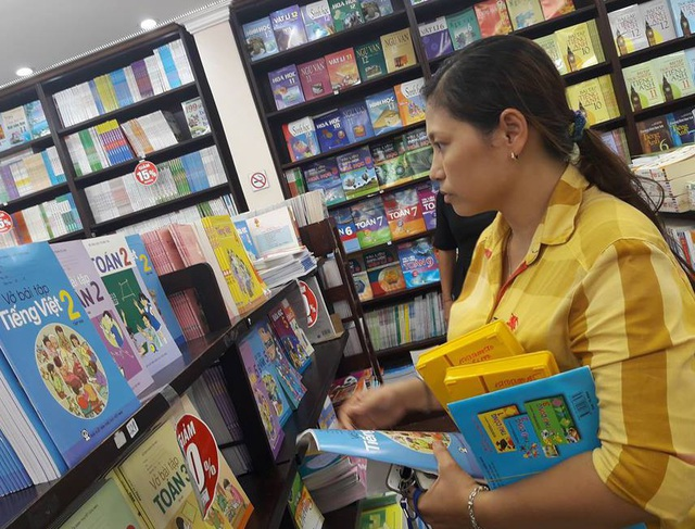 Người dân tiếp tục phản ánh chưa mua được sách giáo khoa