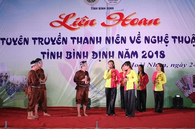 Các bạn ĐVTN không chỉ xung kích trong các hoạt động tình nguyện mà trong các hoạt động văn hóa, nghệ thuật các bạn cũng thể hiện bản lĩnh của thanh niên Việt Nam.