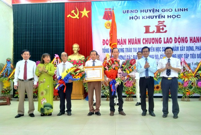 Hội Khuyến học Gio Linh đón nhận Huân chương lao động hạng Ba