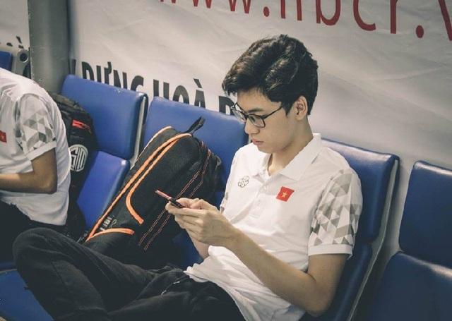"""Cùng theo dõi một số hình ảnh về """"hot boy game thủ của tuyển Việt Nam."""