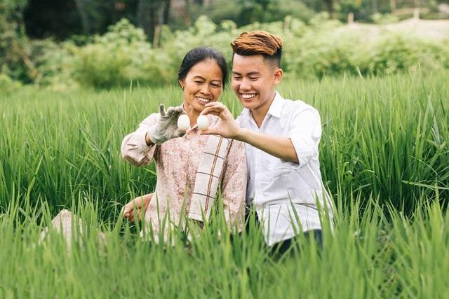 """9X """"khoe"""" bộ ảnh tình cảm bên người mẹ nông dân ngày Vu Lan - 9"""