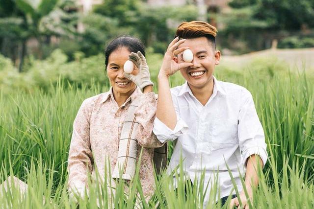 """9X """"khoe"""" bộ ảnh tình cảm bên người mẹ nông dân ngày Vu Lan - 6"""
