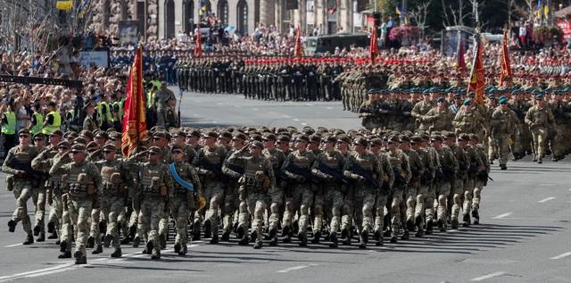 Theo giới quan sát, động thái tổ chức duyệt binh quy mô lớn của Ukraine có thể một phần nhằm gửi thông điệp tới lực lượng đối lập và ly khai ở miền Đông nước này. (Ảnh: Reuters)