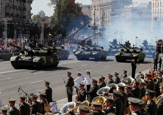 Ông Poroshenko đồng thời nâng cao vị thế của Ukraine với châu Âu. Ông cho biết nếu Ukraine không toàn vẹn lãnh thổ, toàn bộ biên giới ở Trung và Đông Âu sẽ không thể vững chắc. Tôi muốn nhấn mạnh là châu Âu cần Ukraine, ông Poroshenko khẳng định. (Ảnh: Reuters)