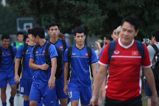 Olympic Việt Nam tập kín, Bùi Tiến Dũng luyện bắt penalty - 2
