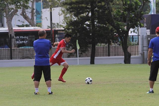 Đội trưởng Văn Quyết là ứng viên hàng đầu cho suất đá 11m trước Syria