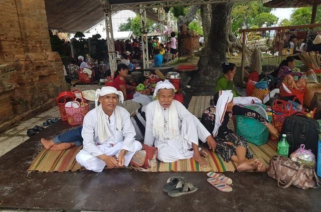 Đồng bào Chăm đến Nha Trang dự lễ hội tháp bà Ponagar