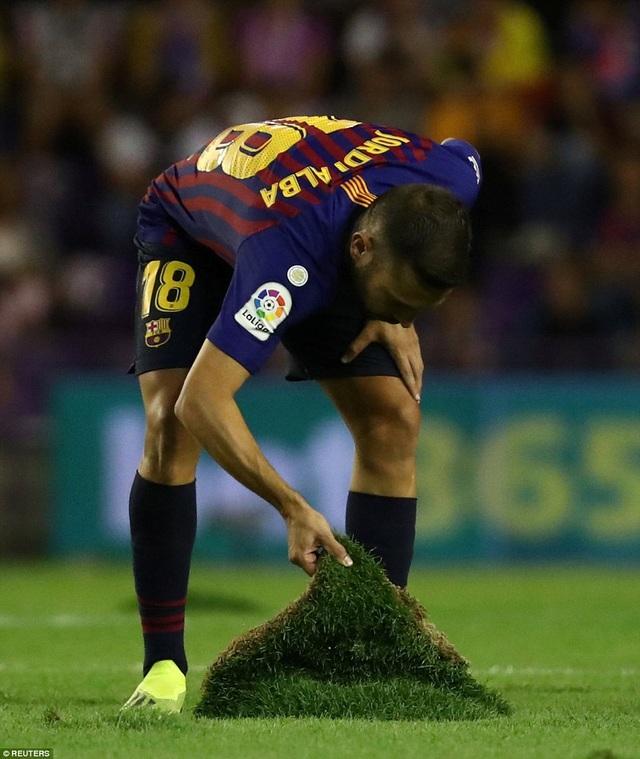 Messi nhạt nhòa, Barcelona vẫn giành trọn 3 điểm trước Valladolid - 7