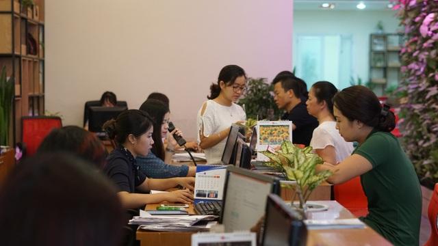 Ngay khi Việt Nam dành chiến thắng trước đội tuyển Olympic Bahrain, lượng khách đặt tour sang Indonesia tăng đột biến. Ảnh: Bích Huệ
