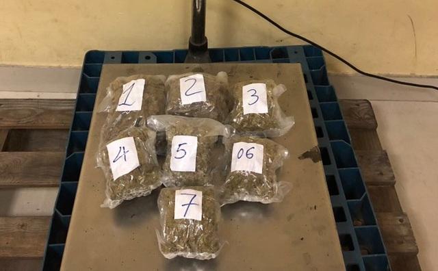 13 gói cần sa được gửi từ Mỹ về Việt Nam bị bắt giữ