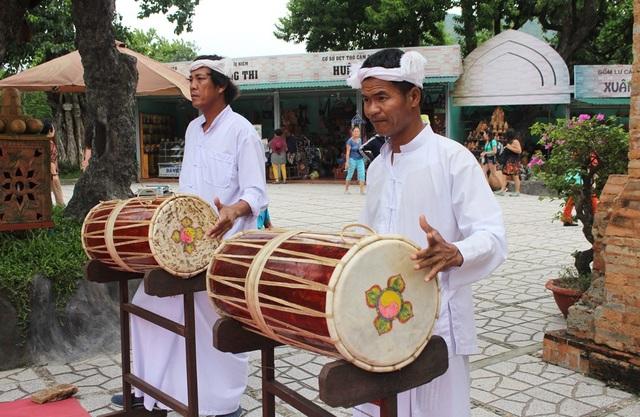 Vẻ đẹp đồng bào Chăm qua lễ hội bên cửa sông Cái Nha Trang - 3