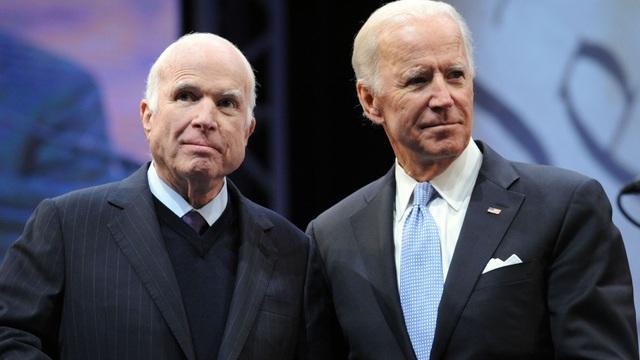Ông John McCain và ông Joe Biden (Ảnh: AFP)