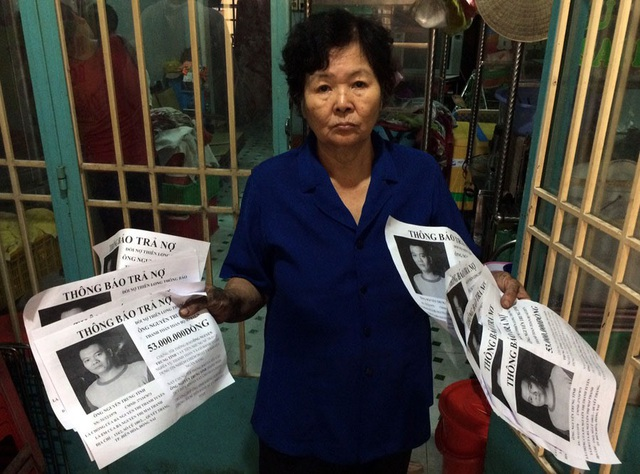 """Tại Đồng Nai, 1 nhóm đòi nợ thuê đã """"khủng bố"""" con nợ bằng tờ rơi xúc phạm danh dự, nhân phẩm. Ảnh: PV"""