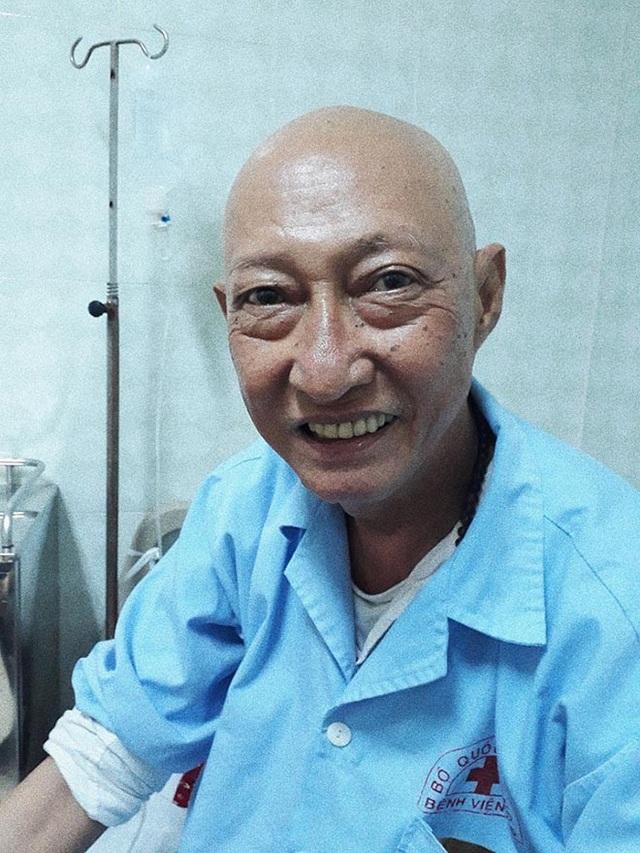 Nghệ sĩ Lê Bình lạc quan trước bệnh tật.