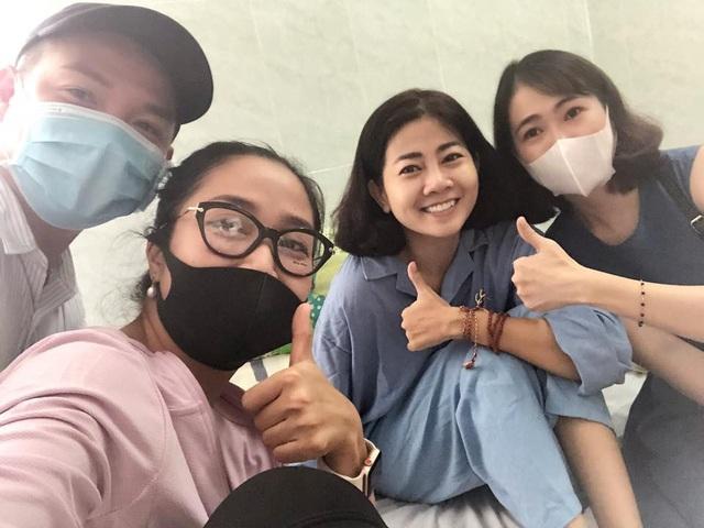 Các đồng nghiệp luôn bên cạnh hỗ trợ Mai Phương.