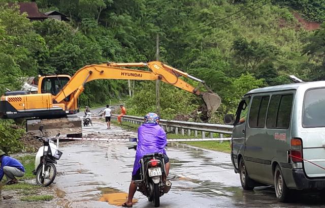 Khắc phục sạt lở tại xã Chiêu Lưu - huyện Kỳ Sơn.