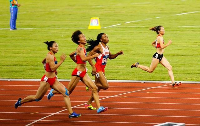 Nguyễn Thị Hằng về cuối ở nội dung chạy 400m nữ loạt chung kết