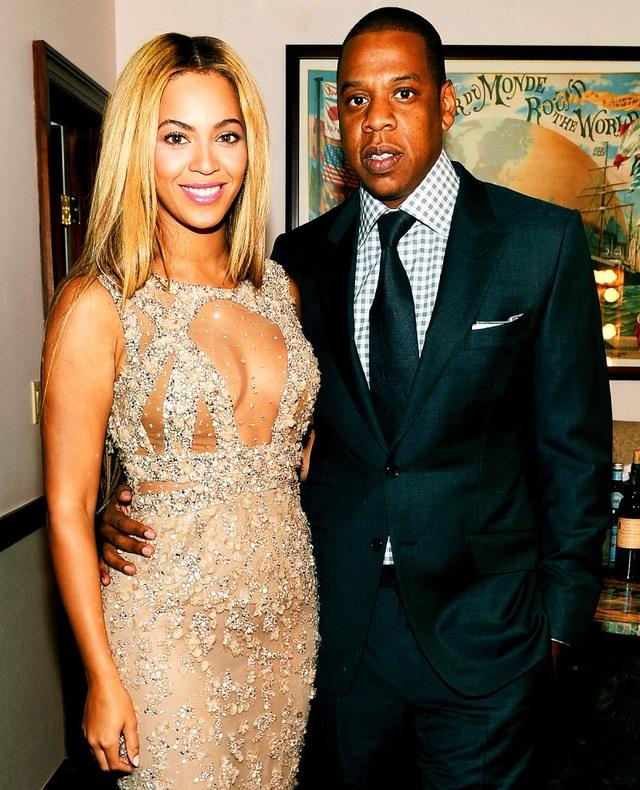 Beyoncé bắt đầu hẹn hò với Jay-Z sau khi hợp tác trong ca khúc Bonnie & Clyde. Vào ngày 4 tháng 4 năm 2008, Beyoncé và Jay-Z kết hôn bí mật. Cặp đôi siêu giàu đã có với nhau 1 con gái và 1 cặp sinh đôi 1 trai, 1 gái.