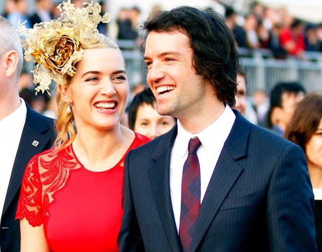 Cuối tháng 12 năm 2012, nữ diễn viên Titanic Kate Winslet bất ngờ tiết lộ cô đã kết hôn với bạn trai Ned Rocknroll tại New York hồi đầu tháng trong một buổi lễ riêng tư với hai con của cô tham dự và rất ít bạn bè và, thành viên trong gia đình. Cặp đôi hiện có với nhau 1 con trai và đây là cuộc hôn nhân thứ 3 của minh tinh từng giành giải Oscar. Cô đã có 2 con riêng với 2 người chồng trước đó.