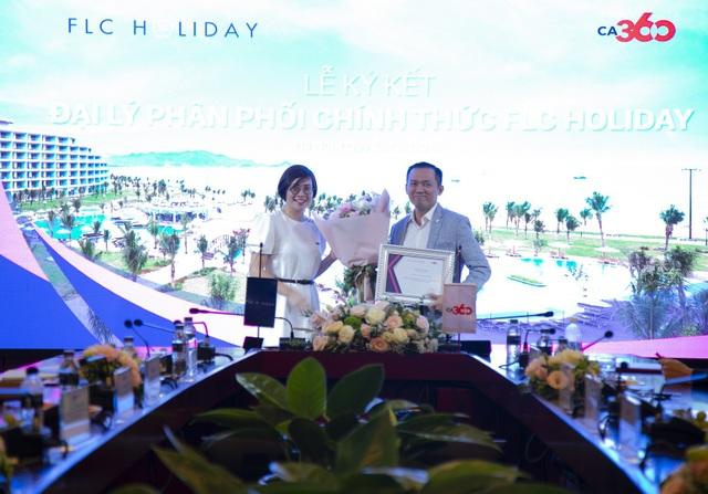 Đại diện FLC Holiday và CMG.ASIA chúc mừng sự hợp tác thành công