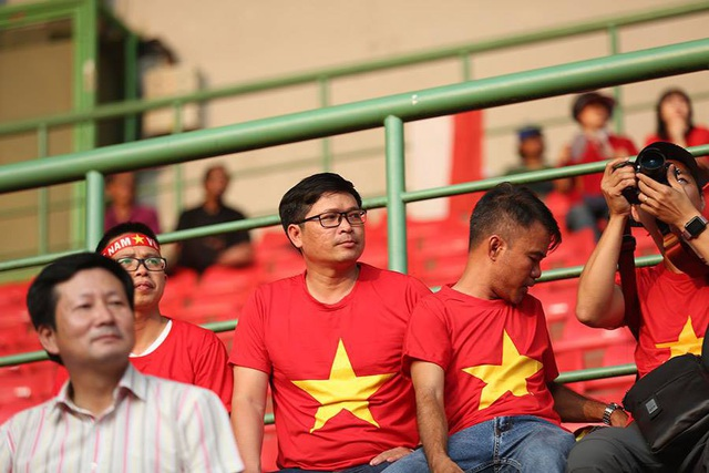 CĐV Việt Nam đổ bộ sân Patriot, tiếp lửa thầy trò HLV Park Hang Seo - 3