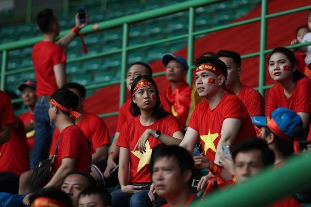 CĐV Việt Nam đổ bộ sân Patriot, tiếp lửa thầy trò HLV Park Hang Seo - 4