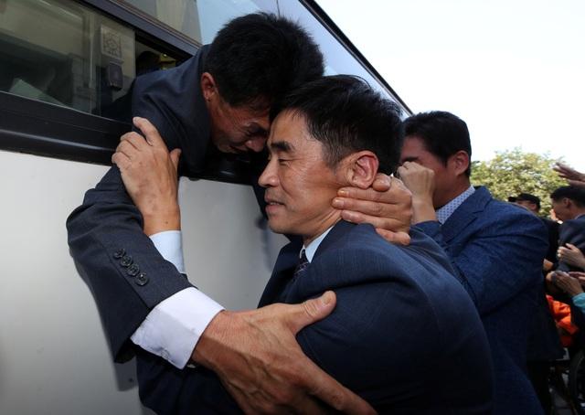 Người phát ngôn của Bộ Thống nhất Hàn Quốc Baik Tae-hyun cho biết Hàn Quốc sẽ cố gắng để tổ chức các cuộc đoàn tụ thường xuyên hơn, đồng thời tạo điều kiện để người dân hai nước trao đổi thư từ cũng như tới thăm quê nhà trong thời gian tới.