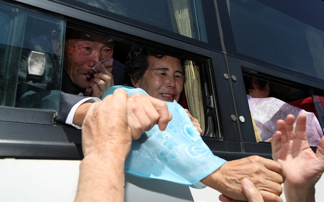Đây là đợt đoàn tụ thứ hai trong một tuần của các gia đình có người thân bị ly tán trong chiến tranh Triều Tiên. Đợt đoàn tụ đầu tiên diễn ra ra từ ngày 20-22/8, cũng tại núi Kumgang.