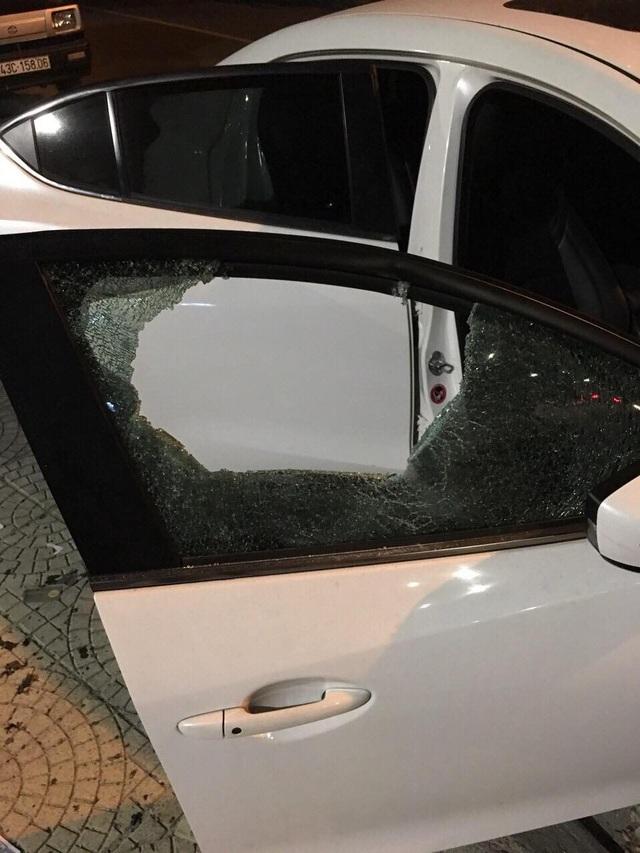Bắt đối tượng đập phá hàng loạt ô tô rồi cướp xe máy của grabike - 2