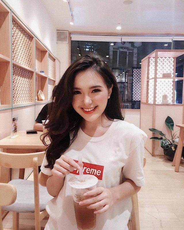 Mục tiêu trước mắt của Trang là thi đỗ vào Học viện Báo chí và Tuyên truyền, ngành Marketing, tổ chức sự kiện. Nếu có thể cô bạn cũng sẽ thử sức thêm với kinh doanh.