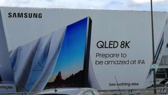 Bảng quảng cáo được cho là thông báo về TV QLED 8K sắp ra mắt của Samsung