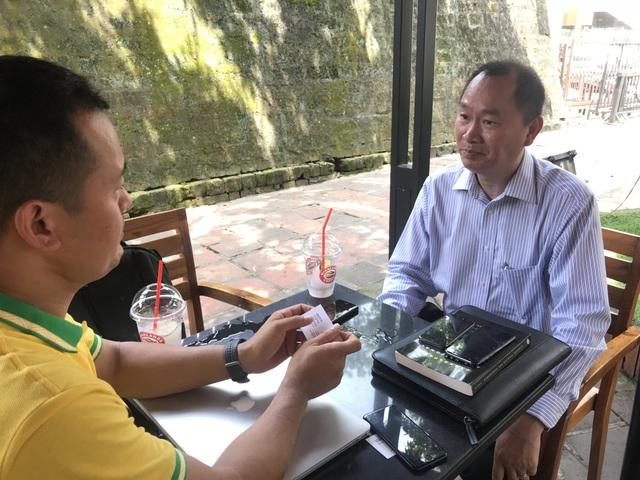 Ông Nguyễn Anh Tuấn trả lời phỏng vấn của phóng viên Dân trí. Ảnh: Nguyễn Nguyễn