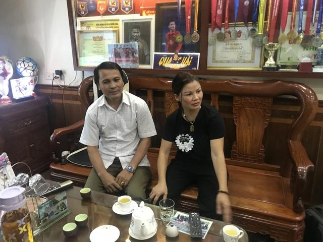 Ông Nguyễn Quang Thuần và bà Nguyễn Thị Cúc, bố mẹ cầu thủ Quang Hải.