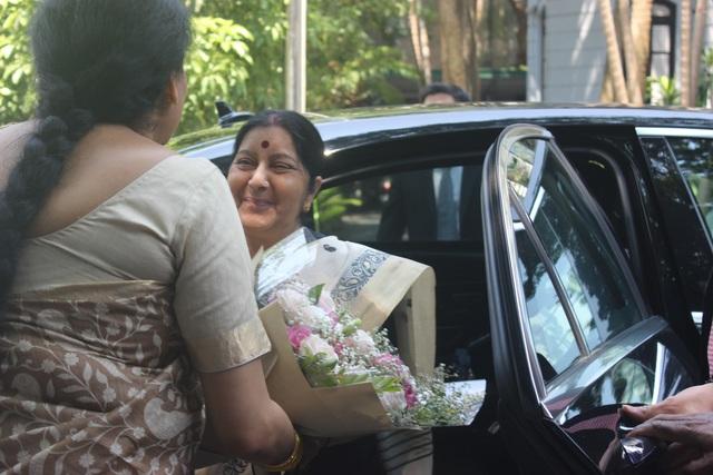 Ngoại trưởng Ấn Độ Sushma Swaraj hôm nay 27/8 đã dự lễ khánh thành bức tượng bán thân của nhà lãnh đạo, vị anh hùng dân tộc vĩ đại của Ấn Độ Mahatma Gandhi.