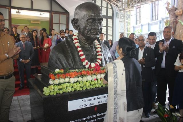 Hiện có nhiều quốc gia trên thế giới đã dựng tượng Mahatma Gandhi - người anh hùng vĩ đại hiện thân cho phong trào đòi giành độc lập của Ấn Độ.